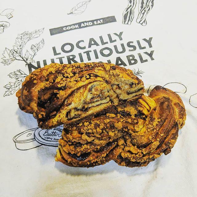 A #babka inspired #cinnamonswirl #bread ! 🍞🍥🥖 #nom #bakeittilyoumakeit #cinnamonbabka #braidbread #twistbread #handmade #breadmaking #breads #sweetbread #cinnamonsugar #cinnamon #baking #bakery #bakerylife #food #foodporn #dough #breadporn #eatlocal