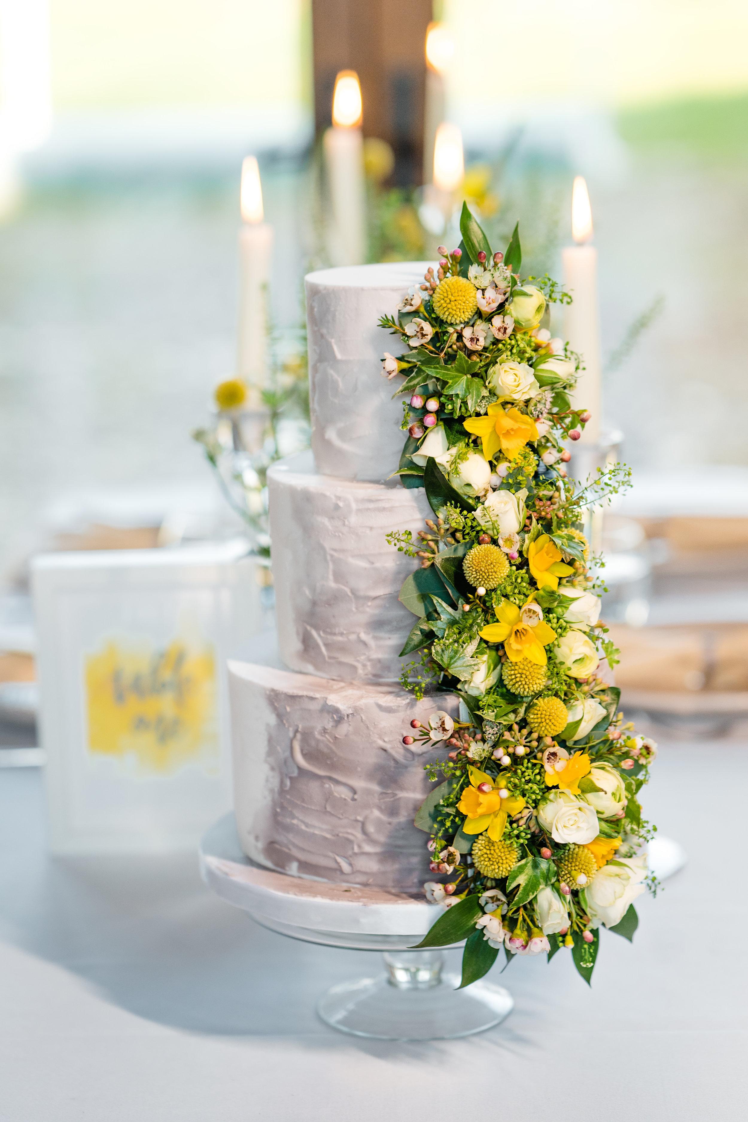 IMG_wedding_cake_with_yellow_flowers.jpg