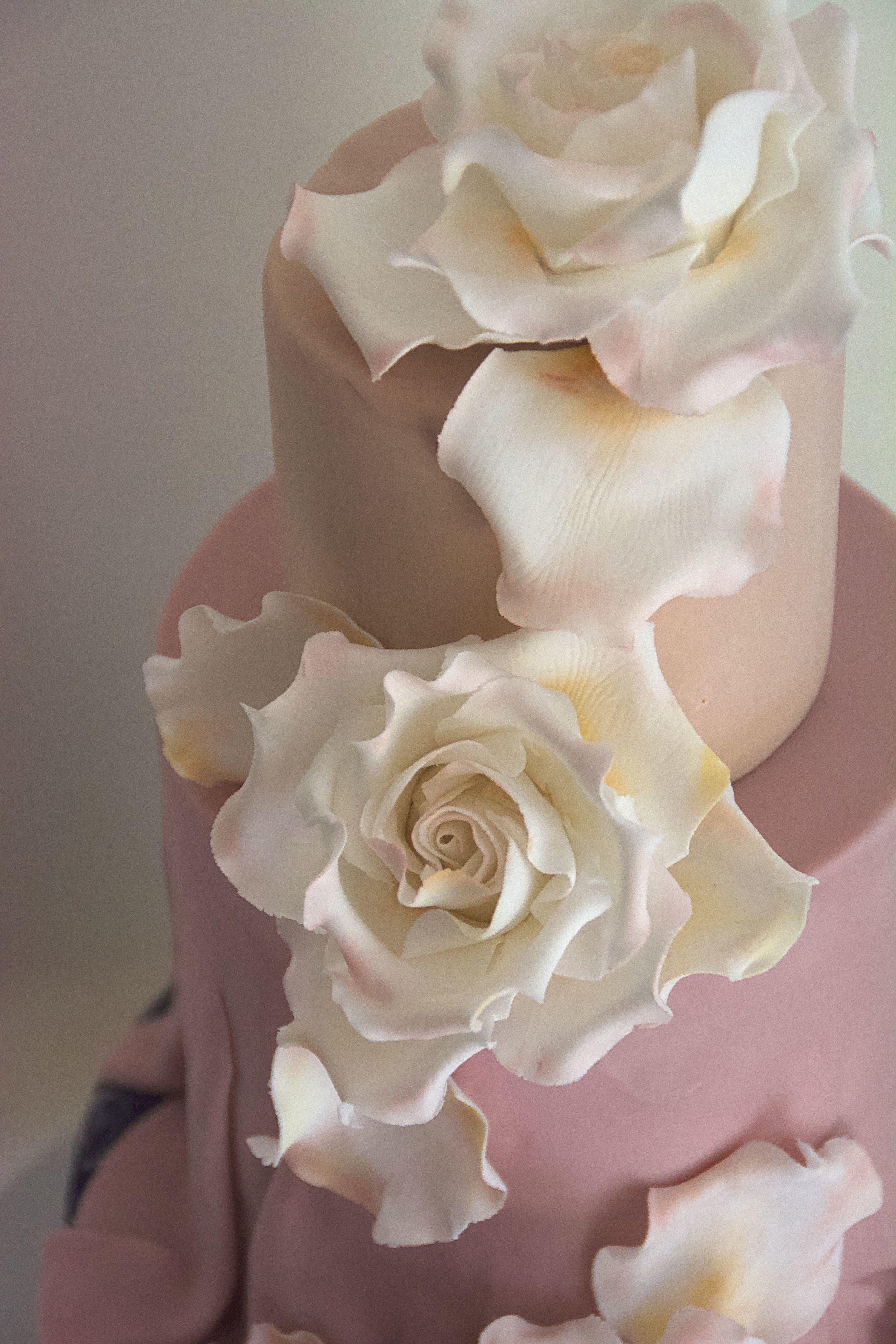 Vintage_sugar_rose_wedding_cake_details.jpg