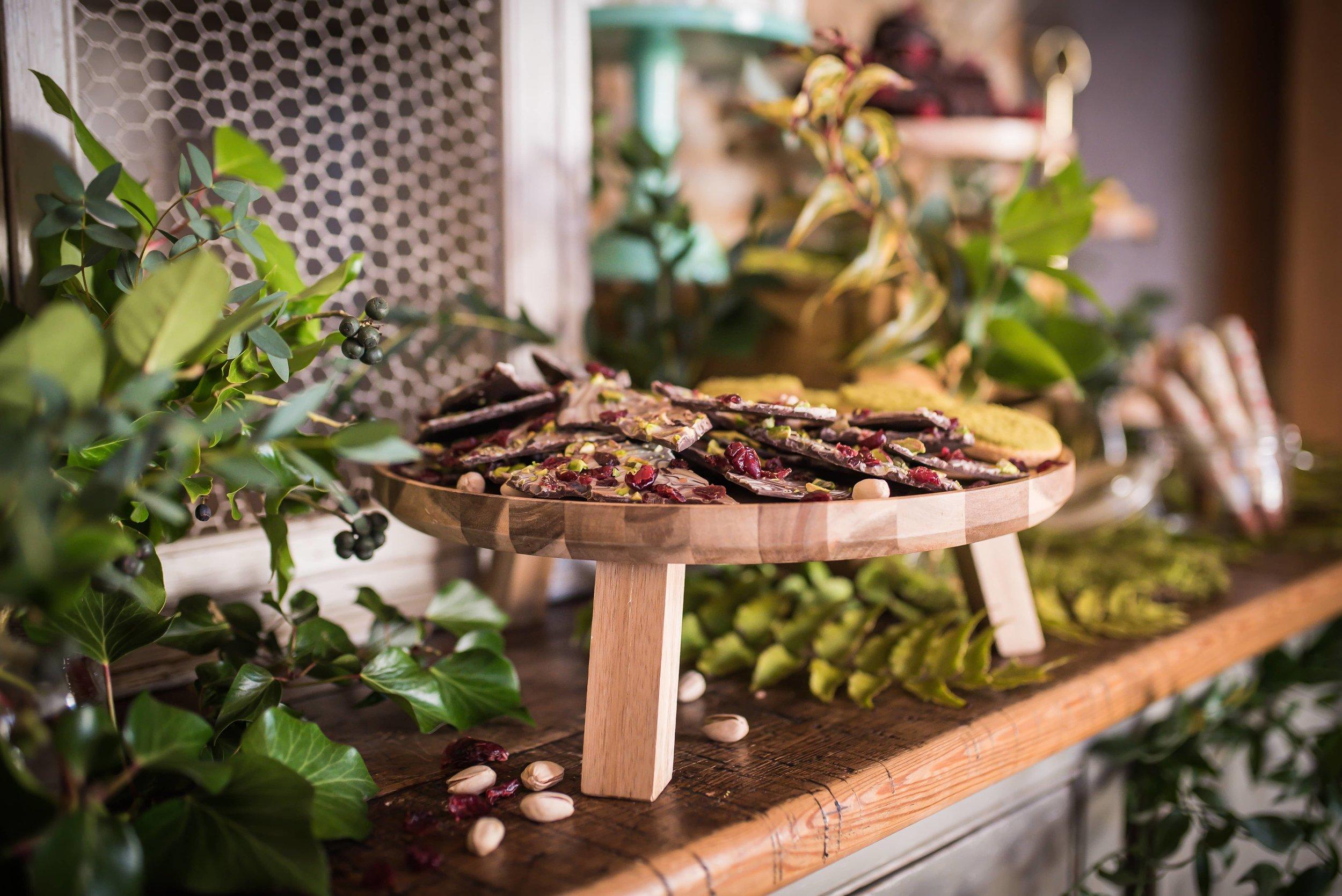 Woodland_inspired_wedding_dessert_table_chocolate_bark.jpg