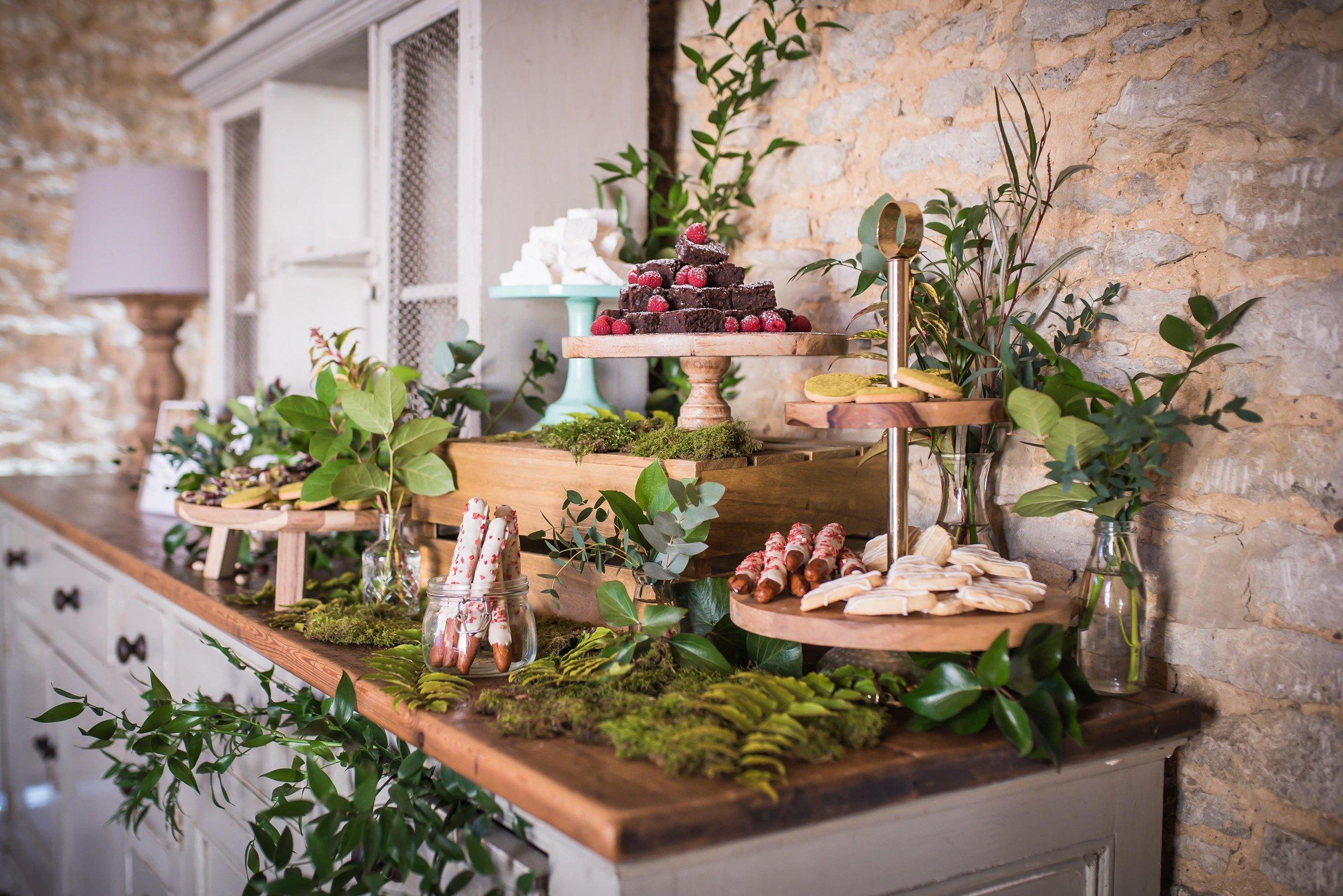Rustic_woodland_wedding_dessert_table.jpg