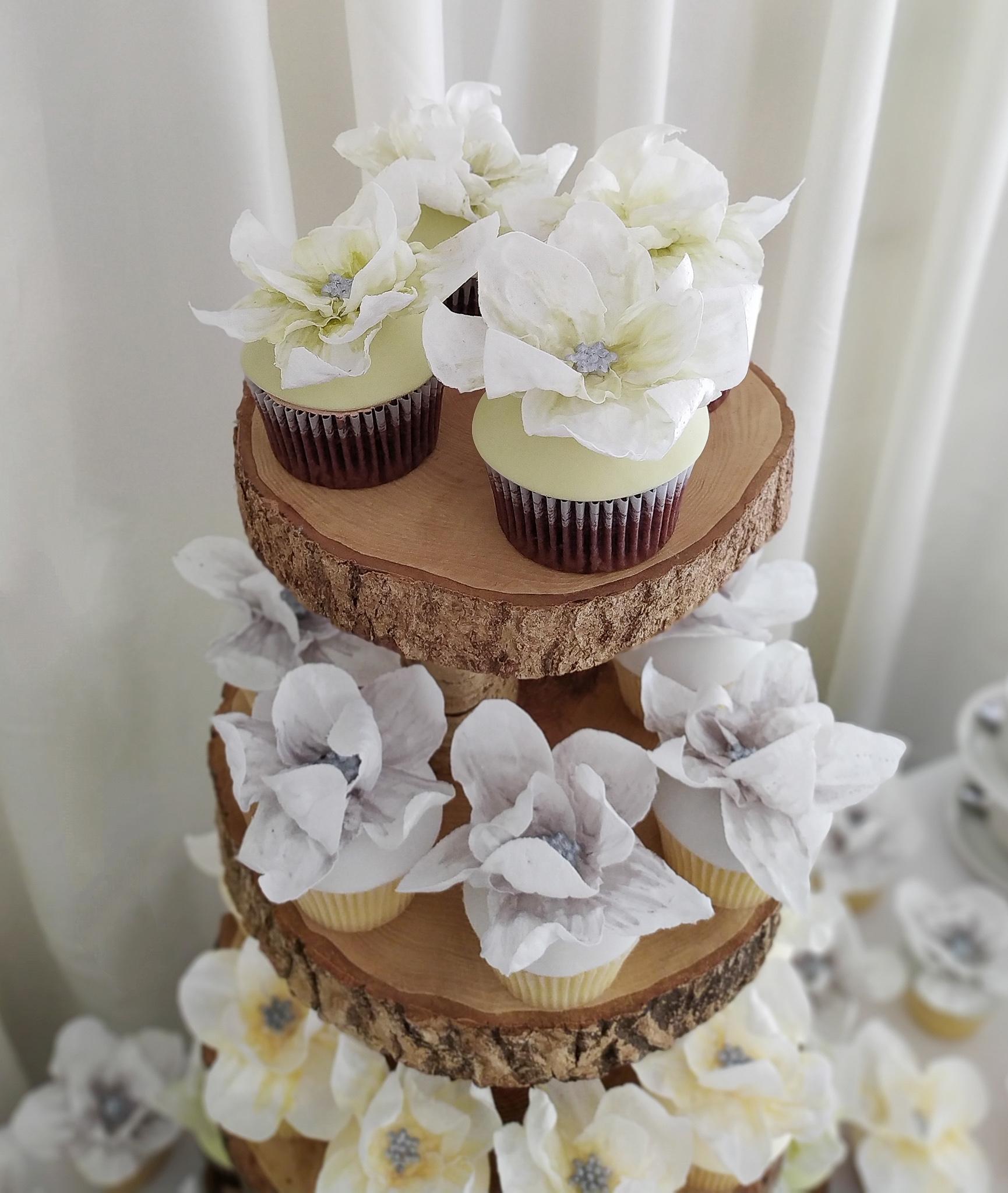 Wafer paper flower green wedding cupcakes.jpg