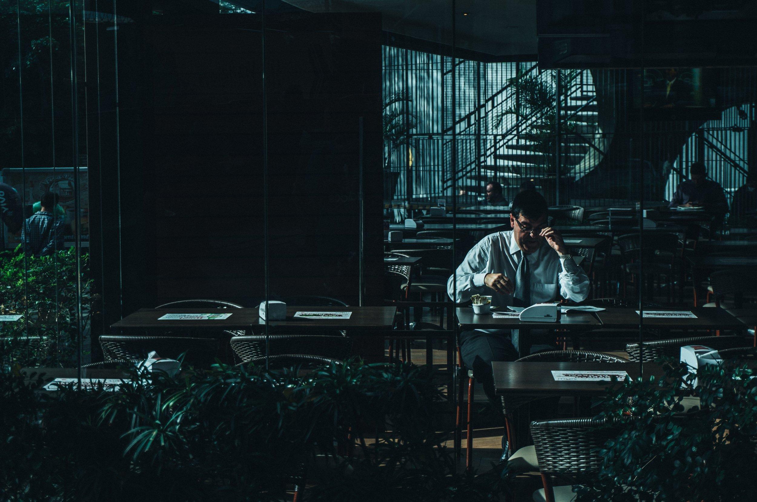 negative-space-man-desk-working-office-night-kaique-rocha.jpg