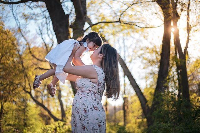 Tô atrasada pra postar sobre o dia das mães mas tá valendo😂 Fiz esse ensaio no dia das mães e sério, how cute???? Beatriz é uma fofinha e eu amei muito fotografar o amor dela com a mamãe!  Esse amor não tem igual 💗💕🙏🏻 #mothersday