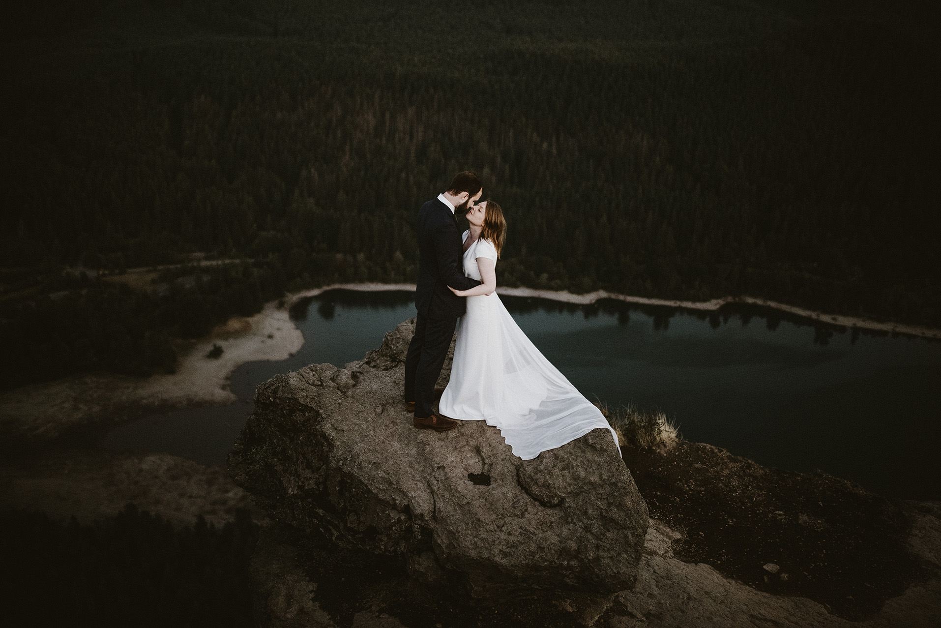 wedding-photographer-rattlesnake-ledge