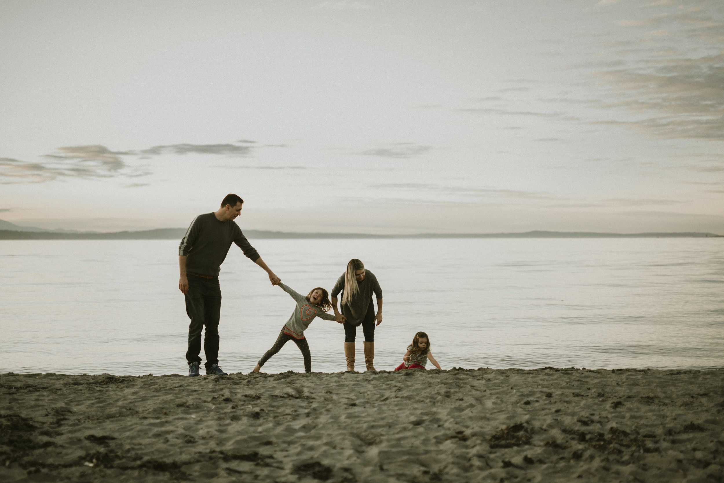 alki beach family shoot