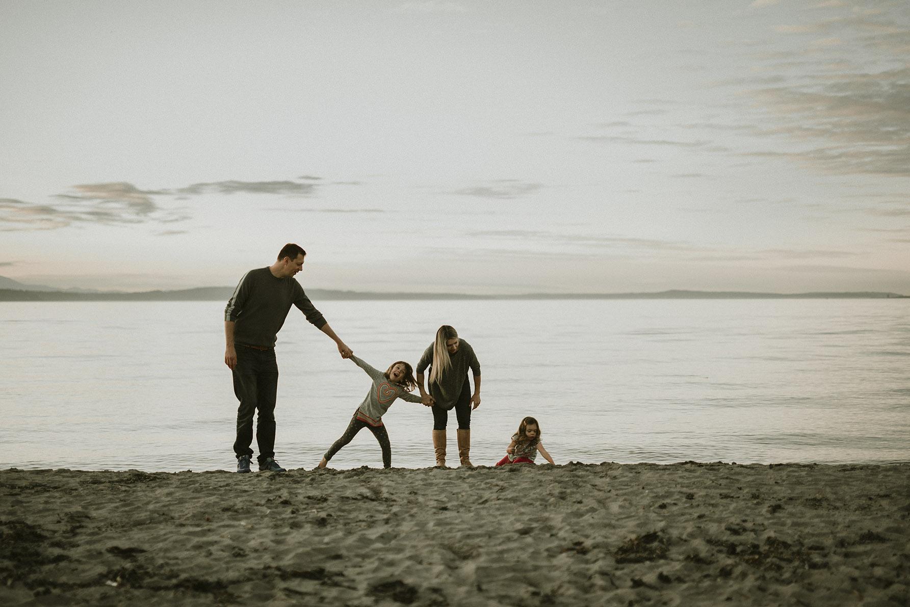 alki beach family photos