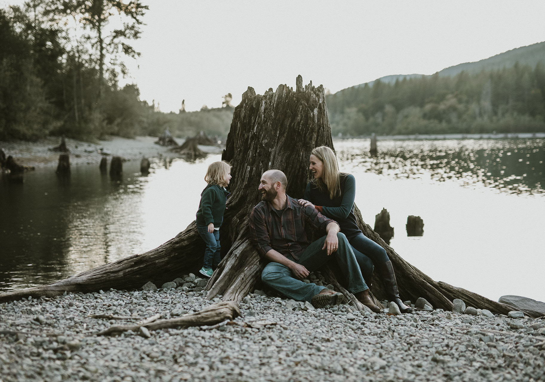 rattlesnake lake family photo shoot