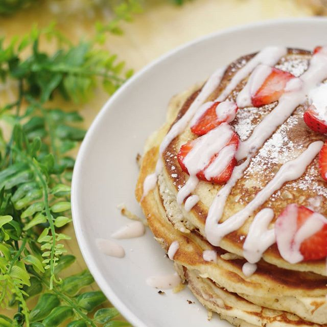 Sundays are meant for pancakes...wait that's everyday 😋🥞 Strawberry ricotta pancakes are on our daily breakfast menu as well as our brunch menu 🍓 #brunch #breakfast #foodie #eatlocal #pancakes #yum #tasty #sandiego #california #pacificbeach #drinklocal #sunday #sundaybrunch #localsummer #sundaybreakfast