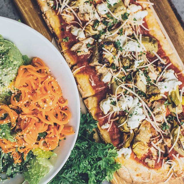 Thursday...means it's almost friday 😏 Hit the beach and then treat yourself to one of our fantastic flatbreads or tasty salads  to celebrate. . . . #sandiego #pizza #flatbread #healthy #vegetarian #salads #pacificbeach #california #thursdaymood #drinklocal #dinner