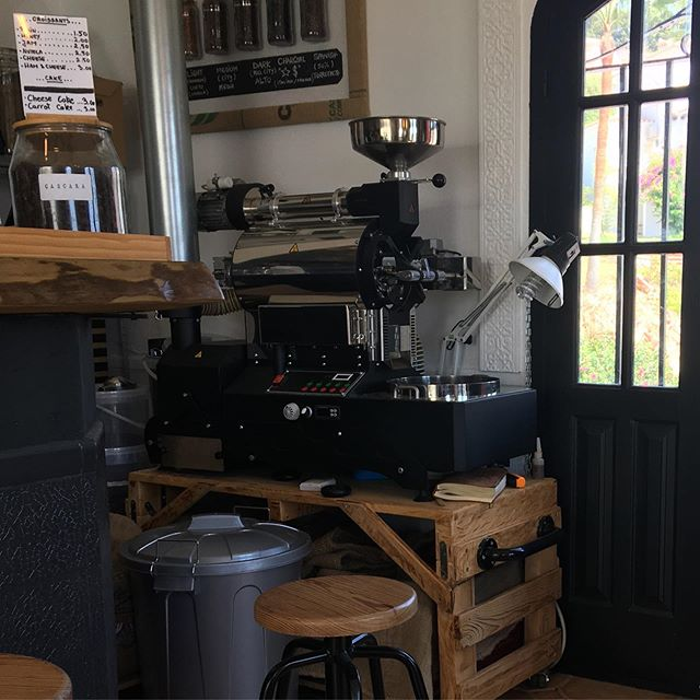 Probably the smallest coffee roasters in Spain. Definitely the best coffee in Nerja! @el.camaradu  #draysonandstock #nerja #spain #holiday #coffee