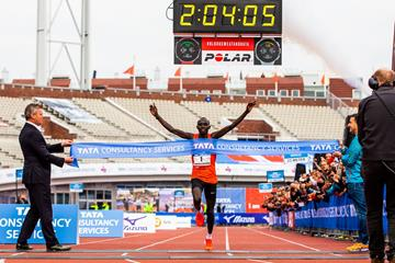 Lawrence Cherono won the Amsterdam marathon in 2018 in a new course record of 2:04:05, repeating last year's win