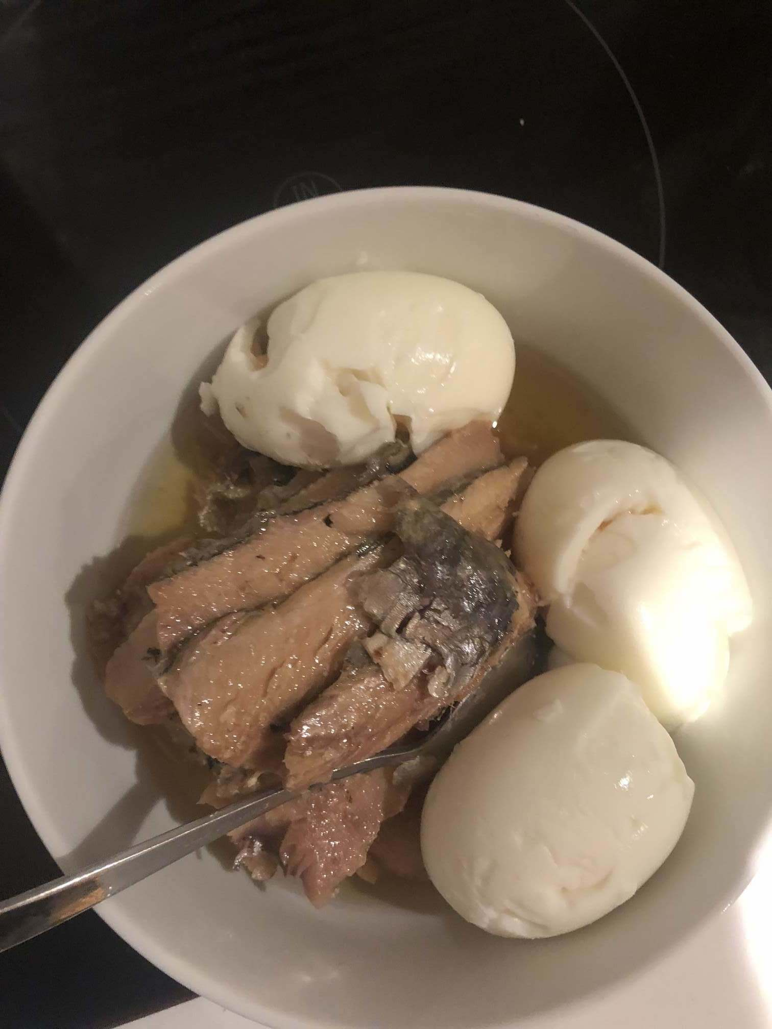 My low carb, ketogenic breakfast that's perfect for runners! Although not perfect for your breath… Sardines and boiled eggs