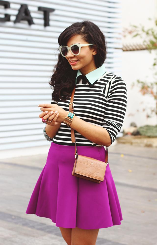 Qué Es El Estilo Preppy Y Como Lucirlo // El estilo preppy está inspirado en los estudiantes de las Ivy Leagues. Los elementos principales son rayas, pantalones chinos, polos y suéteres Argyle.