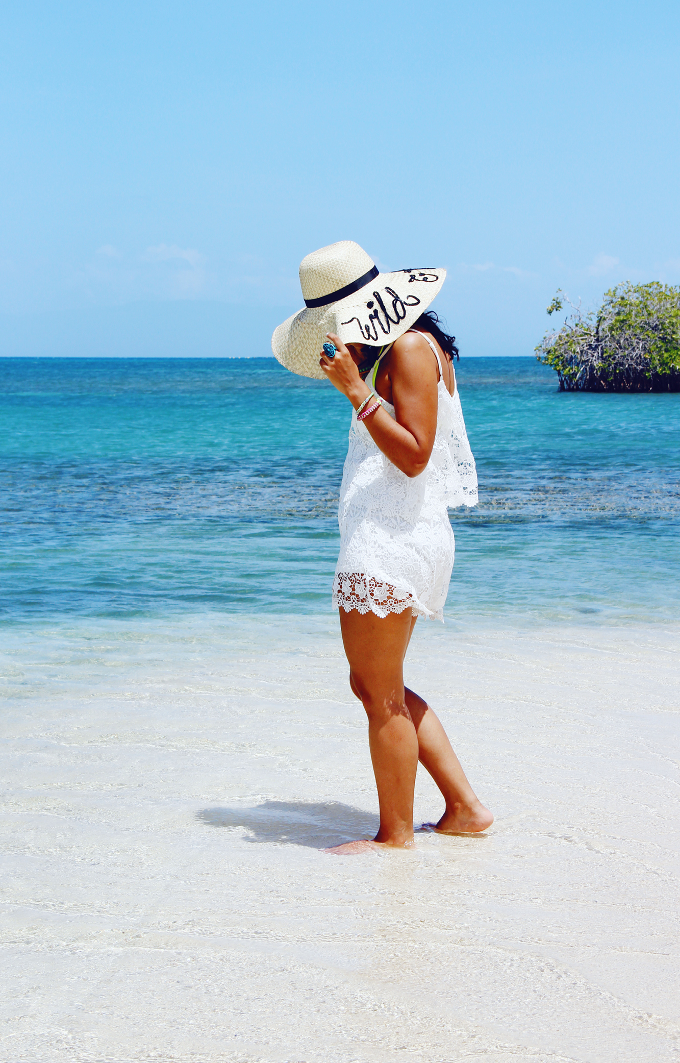 """Un Viaje En Bote A La Playa """"Los Corbanitos"""" // En este momento, El Corbanitos es una playa desolada en Baní, pero promete ser la nueva atracción turística en la República Dominicana en los próximos años."""