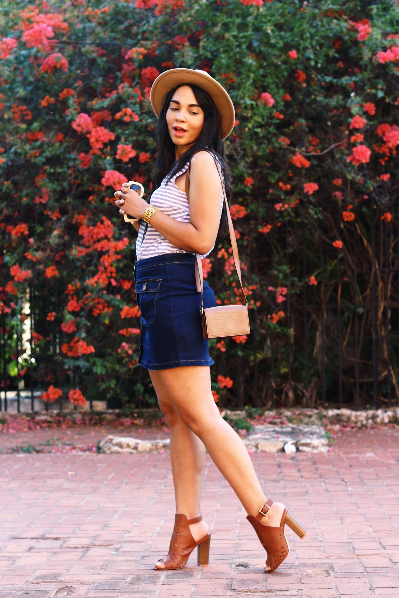 La Mini Falda De Denim | Aprende Como Lucirla // La mini falda de denim está de vuelta! ¿No sabes cómo usarla? Aquí están mis mejores consejos para lucirla y crear looks diferentes.