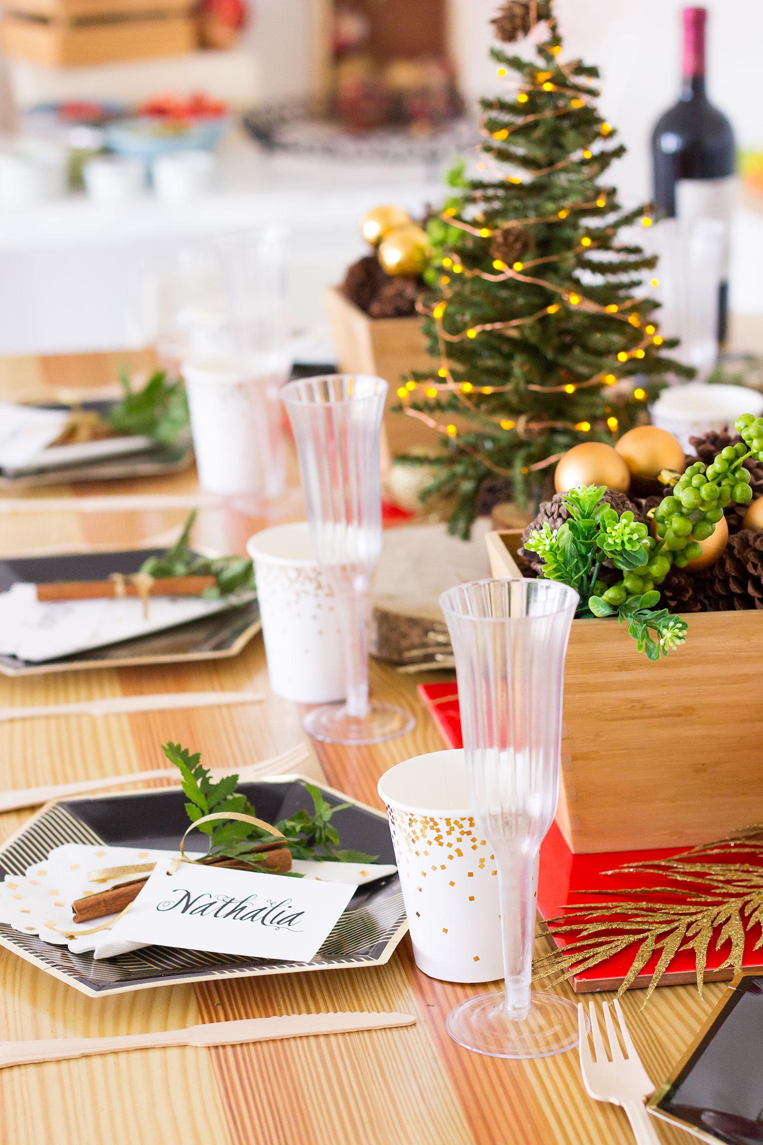 Como Decorar Una Mesa De Navidad Facil Y Adsequible // Nosotras organizamos nuestra mesa de navidad aquí en el estudio. ¡Te aseguro que fue super facil, sin estrés y muy adsequible!