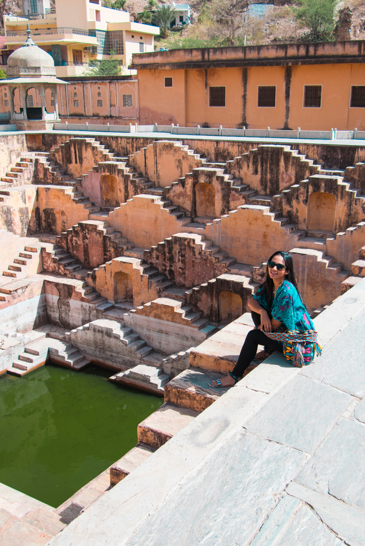 ¿Interesado en viajar a la India? Aquí la guía completa que necesitas saber: vuelos, vestimienta, lugares turísticos, costo, transporte y mucho más.viaje-india-travel-guia-18-amber-stepwell