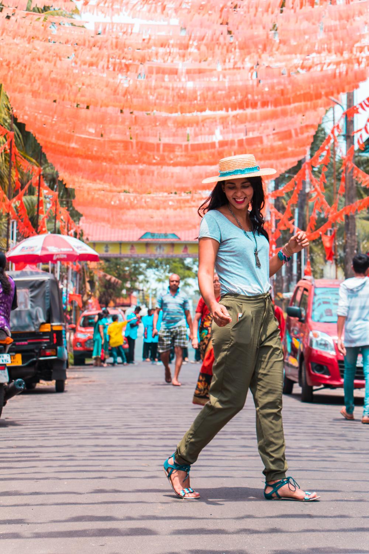 ¿Interesado en viajar a la India? Aquí la guía completa que necesitas saber: vuelos, vestimienta, lugares turísticos, costo, transporte y mucho más.viaje-india-travel-guia-33-cochin-kochi-street