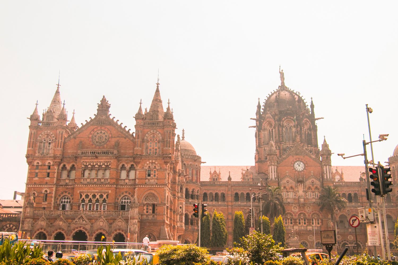 ¿Interesado en viajar a la India? Aquí la guía completa que necesitas saber: vuelos, vestimienta, lugares turísticos, costo, transporte y mucho más.viaje-india-travel-guia-49-Victoria-Terminus