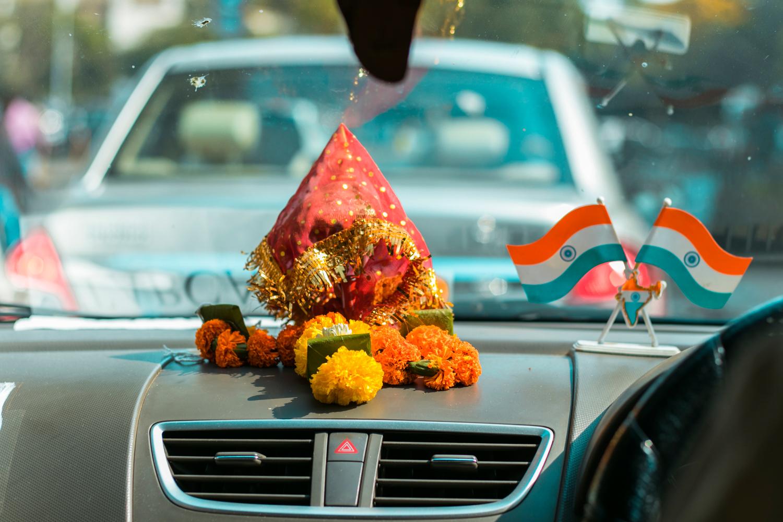 ¿Interesado en viajar a la India? Aquí la guía completa que necesitas saber: vuelos, vestimienta, lugares turísticos, costo, transporte y mucho más.viaje-india-travel-guia-63-streets-car