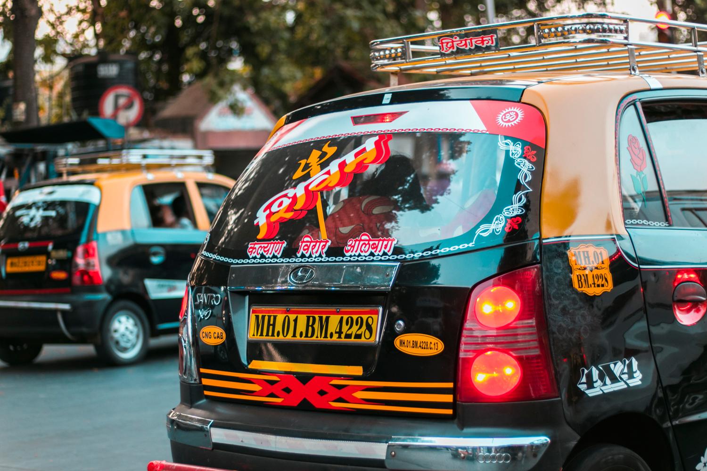 ¿Interesado en viajar a la India? Aquí la guía completa que necesitas saber: vuelos, vestimienta, lugares turísticos, costo, transporte y mucho más.viaje-india-travel-guia-64-streets-car
