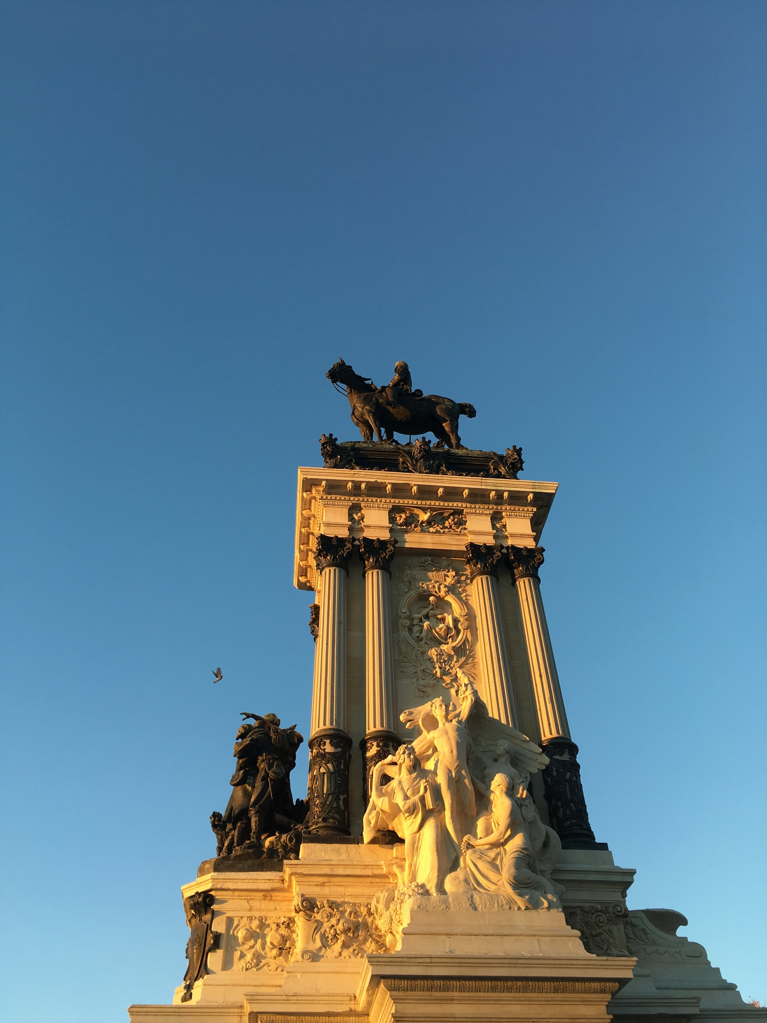 Photo of the Monument to Alfonso XII at sunset in Retiro Park.