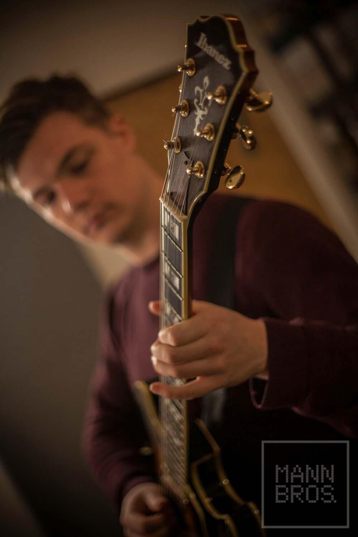 Felix guitarist 4.jpg