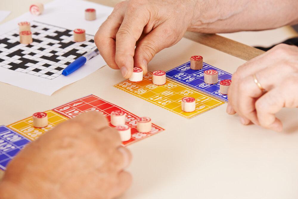 seniors play bingo