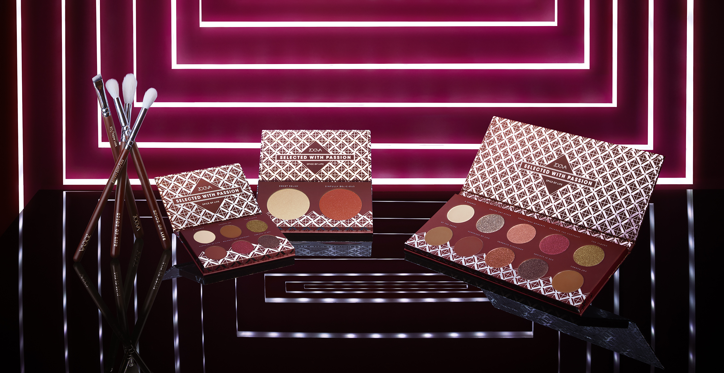 Collection-Brush-Set_Eyeshadow_Duo-Face-Palette_Voyager_DAY01_F2copy.jpg