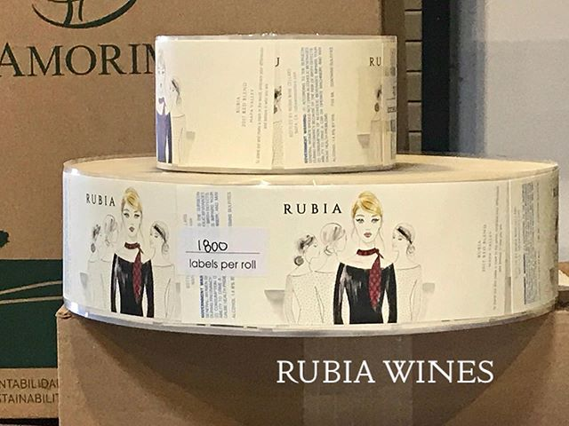Bottling day for @rubiawines - 2017 Napa Valley Cabernet Sauvignon and our 2017 Napa Valley Red Blend @fayardwines - yum!  #rubiawines #yountvillelife #winebottling #napavalleywines #cheers #cabernetsauvignon #redblend #hardworkingbottlinglinecrew #selectmobilenottlers