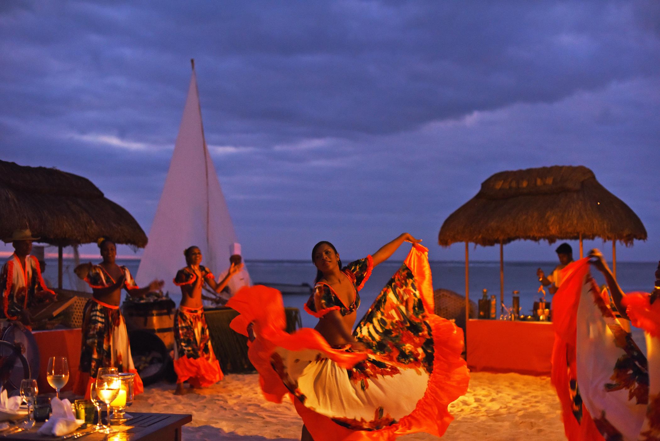 La_Pirogue_Fishermen_s_Night_5-2100x1402-1d12cf8a-507a-42d5-93f0-2c0131a53ebd.jpg