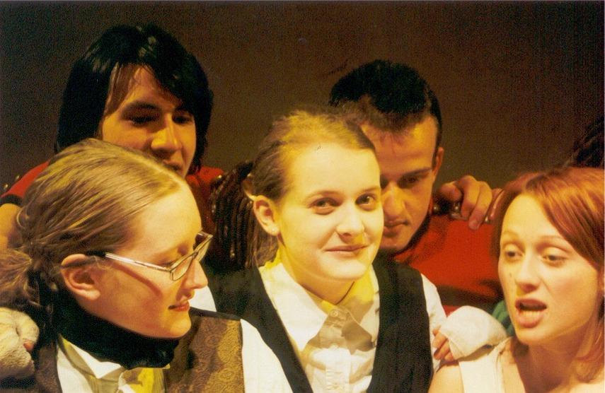2002 gelb Woyzeck Gruppe 2.jpg