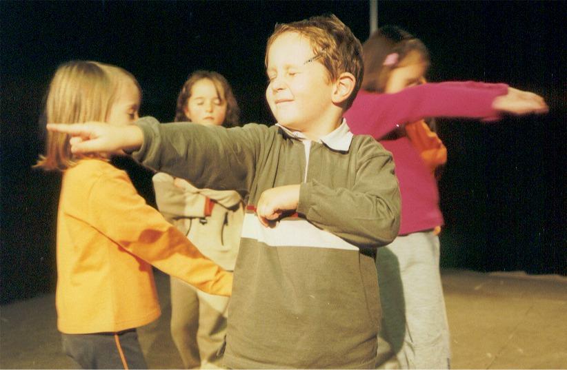 2002 violett Bärenjagd 02.jpg