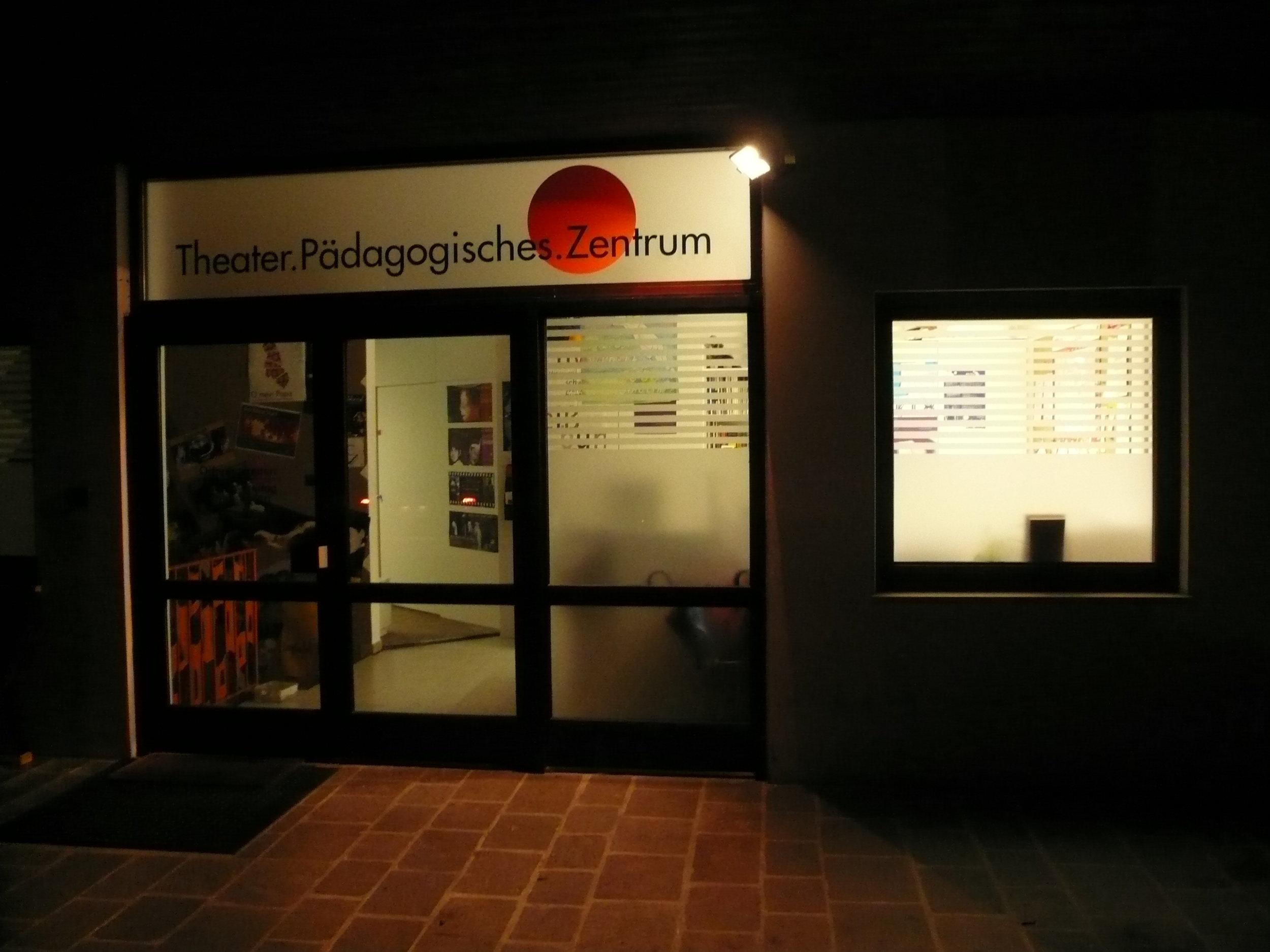 2006 TPZ außen Nacht 02.JPG