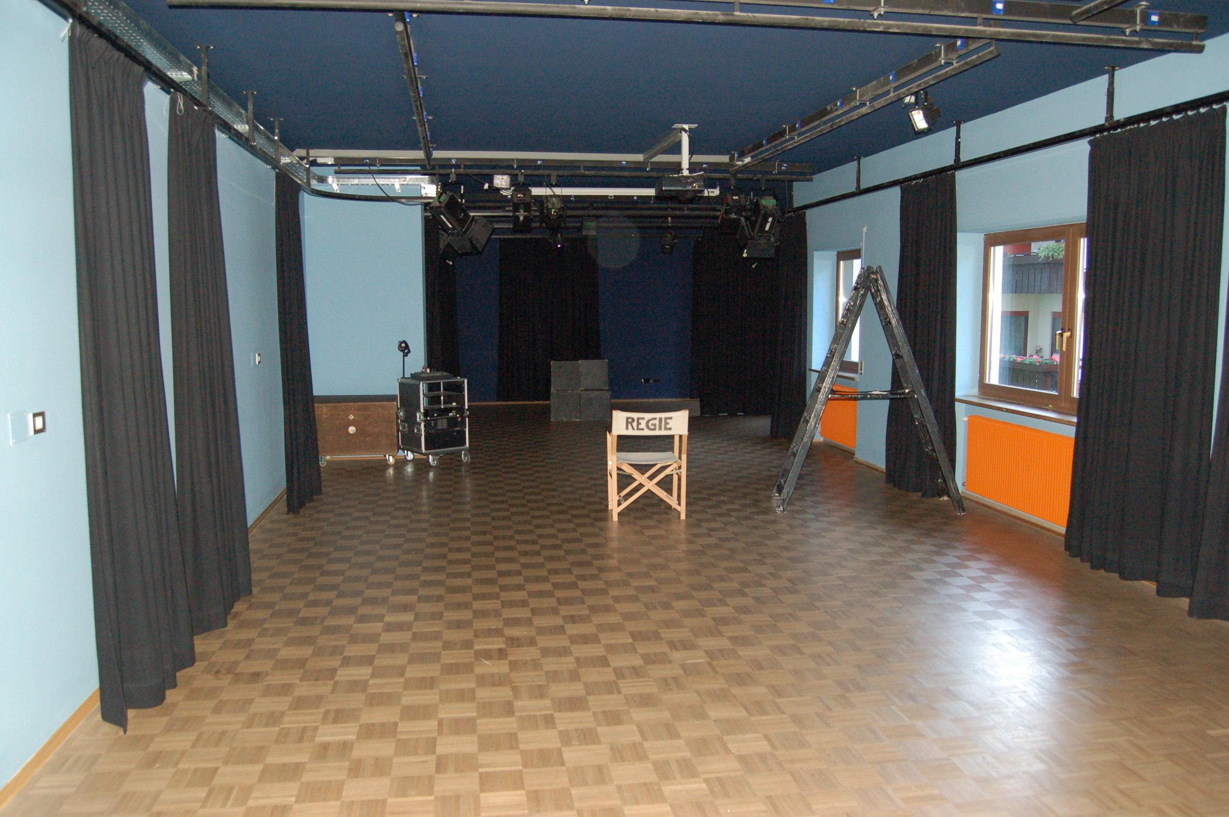 2006 TPZ großer Raum ohne Stühle.JPG