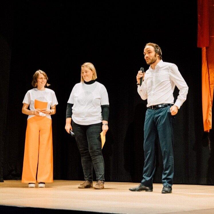 Landesrat Philipp Achammer, ein Fan des Theaterpädagogischen Zentrums Brixen
