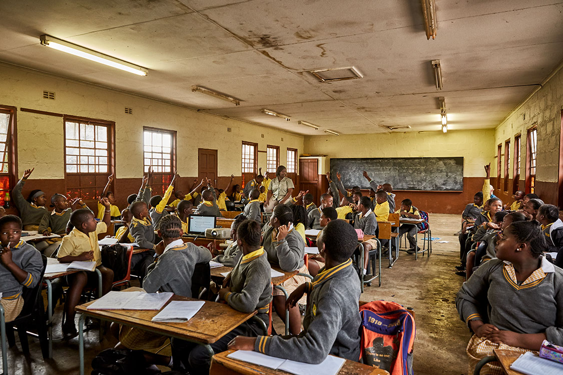 Students wait to answer Bush Babies education officer Lewyn Maefala's question, Phalaborwa Primary School, South Africa, 2017.