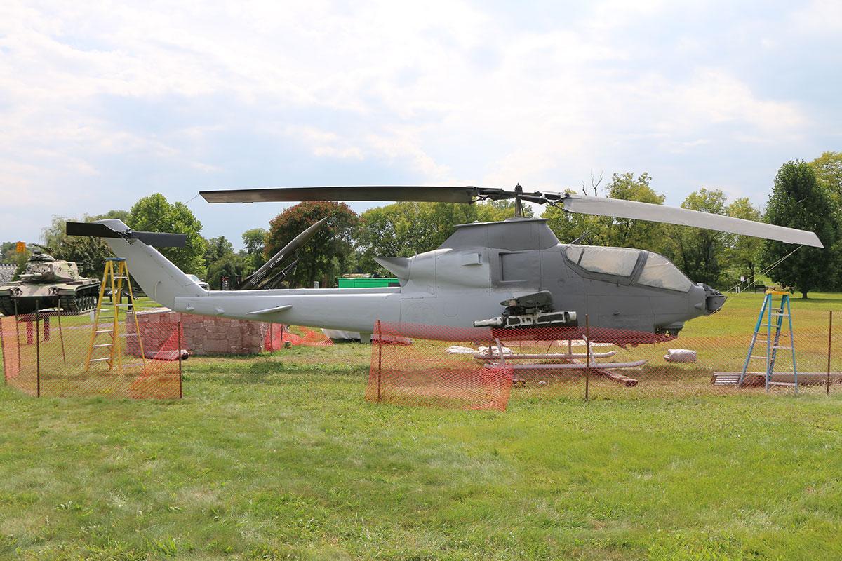 AH-1S-Cobra-Helicopter_9.jpg
