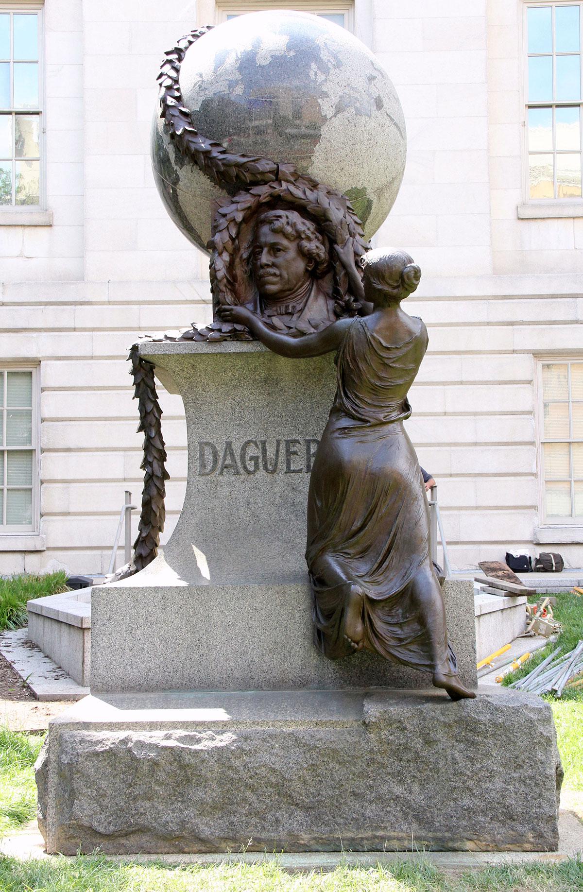 Smithsonian Daguerre Monument