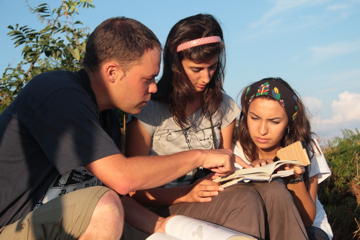 Field identification training of local and migrating bird species. Photo by Johannes Jansen.