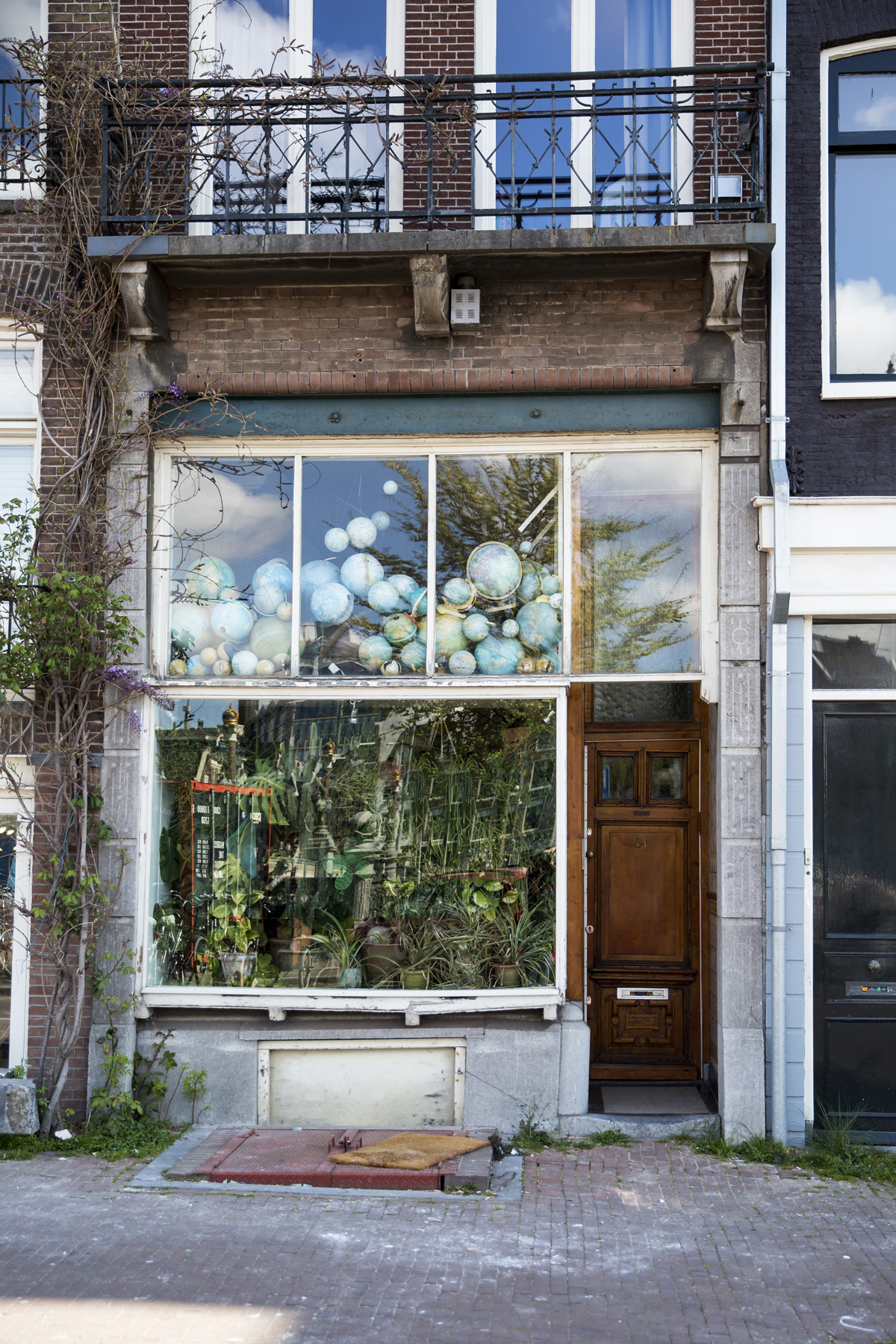 The Dutch House with Globes and Plants!  This one pops up on Instagram all the time. Apparently the plants and globes have been here for 20 years, I couldn't find out why or who owns it but I'm so glad it's here. If you are looking for it, it's on the way to the Botanical Gardens near Cafe t' Hooischip.