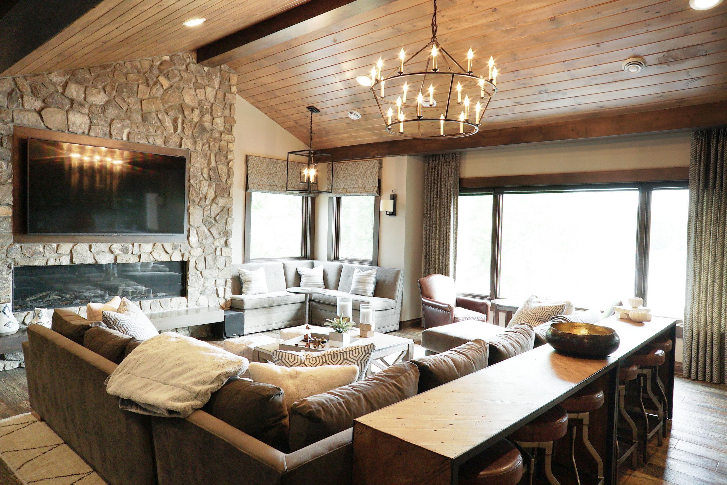 Living_room_fireplace_TV_DSC06571.jpg