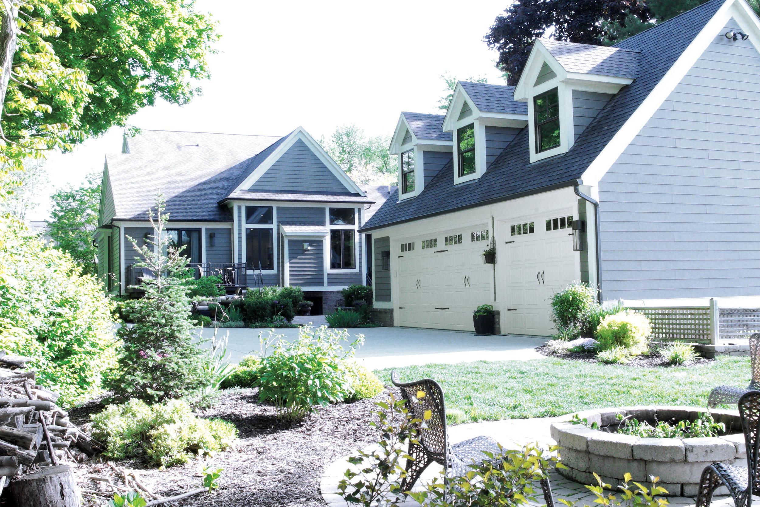 Outside_Garage_House_DSC05448.jpg