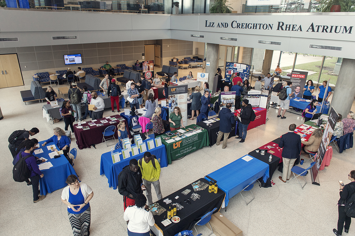 MTSU students take in the annual Chemistry Career Fair held Sept. 27 in the Science Building atrium. Chemistry, biology, preprofessional and other majors met with recruiters to discuss job and internship opportunities. (MTSU photo by Andy Heidt)