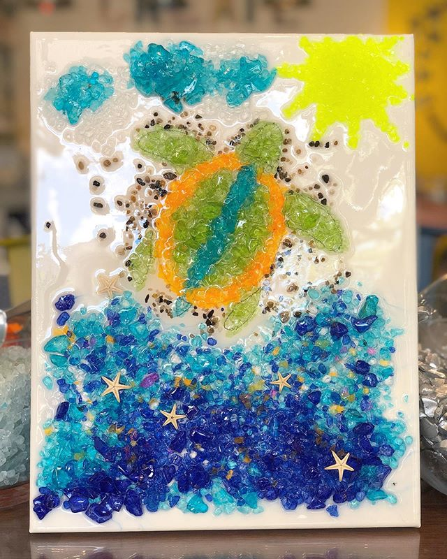 Join us this weekend to make art! 🌊☀️🐬🐢🐚 How cute are these ocean-themed pieces?