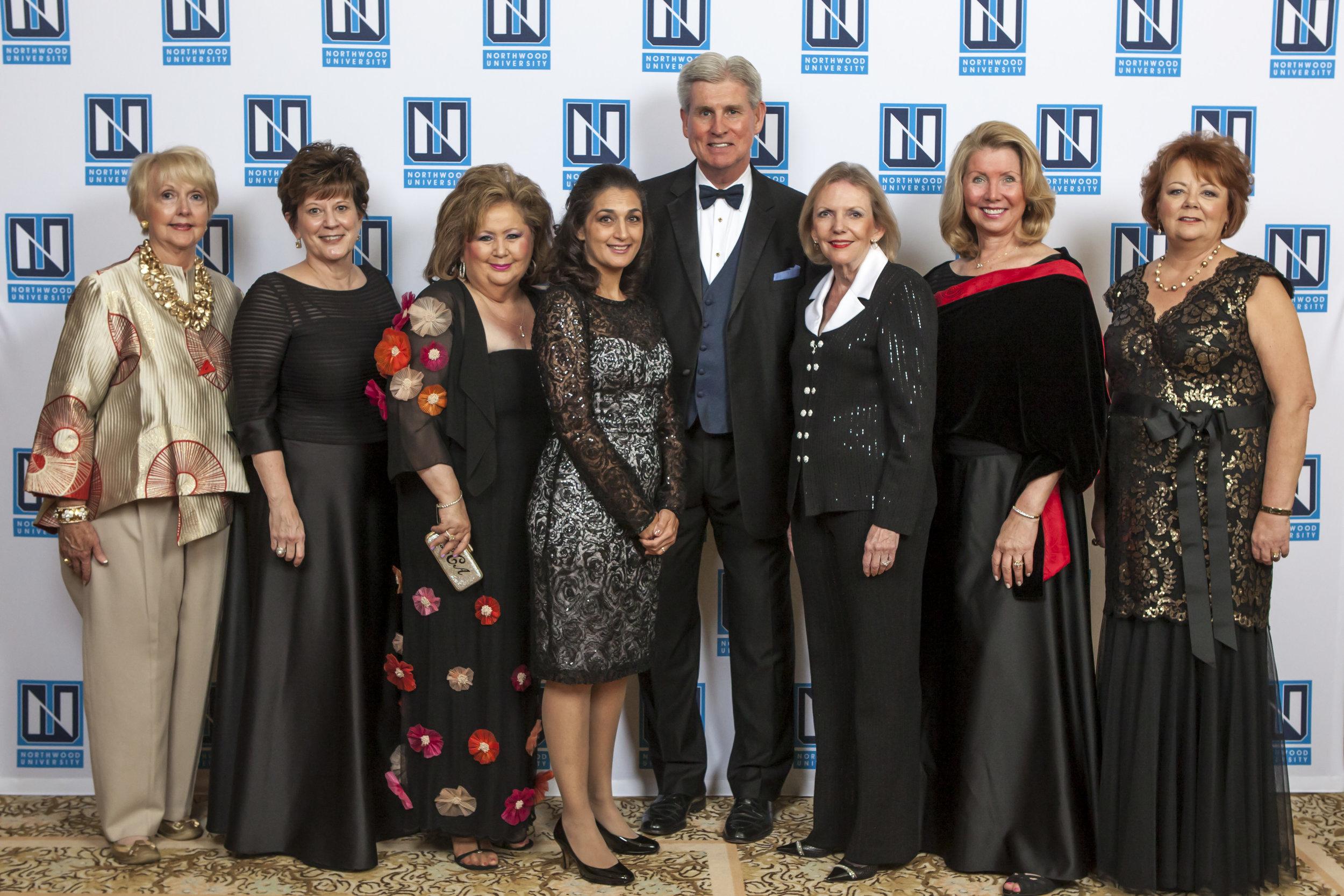 DW-Group-Photo-with-President-Pretty-11-8-2014.jpg