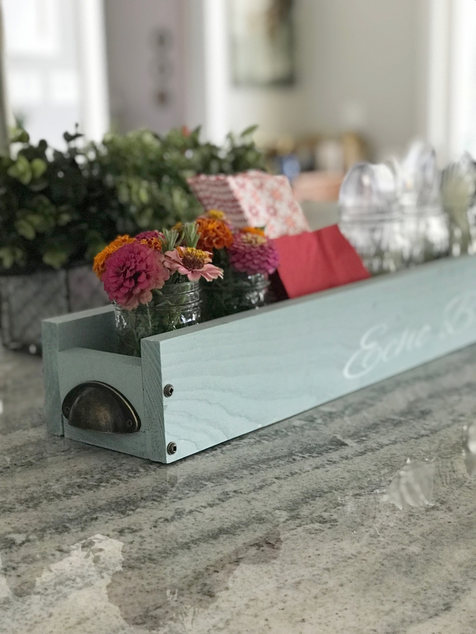 cutlery holder for a buffet