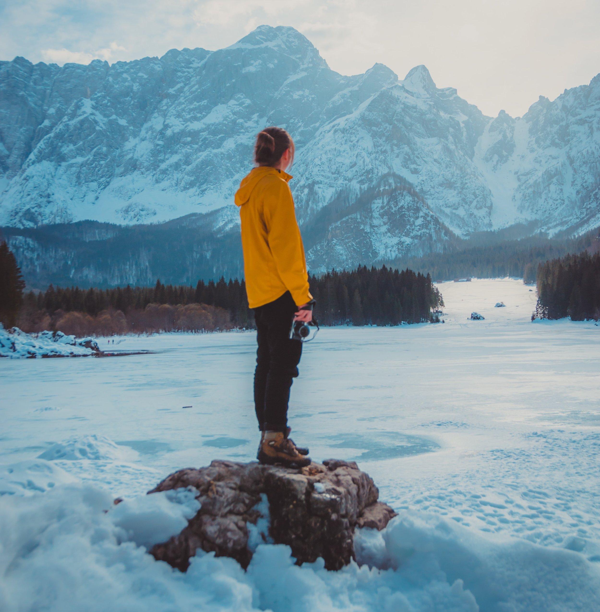 Listening alone-altitude-camera-2660212.jpg