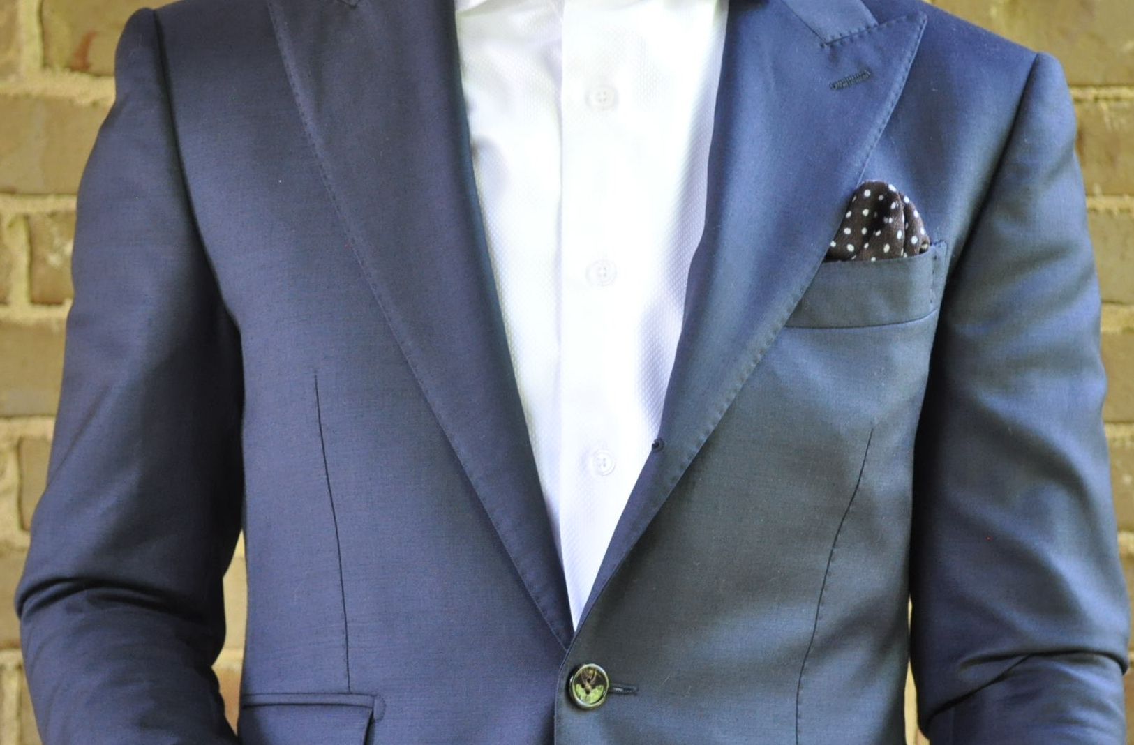 With such a simple look, even an easy to match pocket square like this will stand out. -